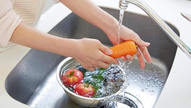 Як і чим мити ягоди, фрукти та овочі