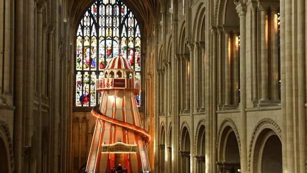 Атракціон у соборі у Великобританії