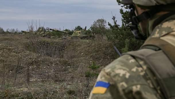 На Донбасі поранили українського бійця