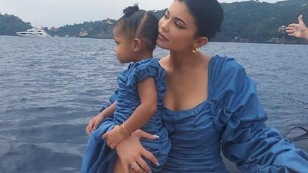 Кайлі Дженнер з дочкою Стормі