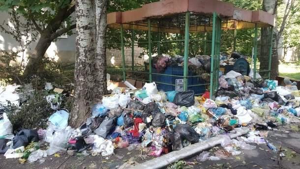 """Жизнь в """"освобожденном"""" Харцызске: горы мусора, а виновных нет"""
