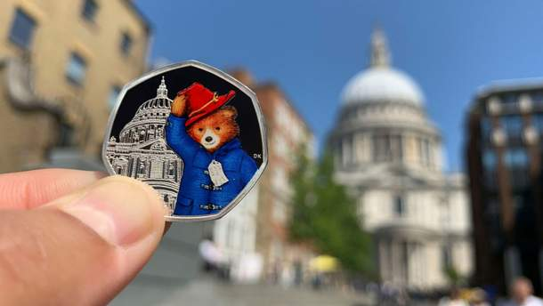 Монети з ведмедиком Паддінгтоном