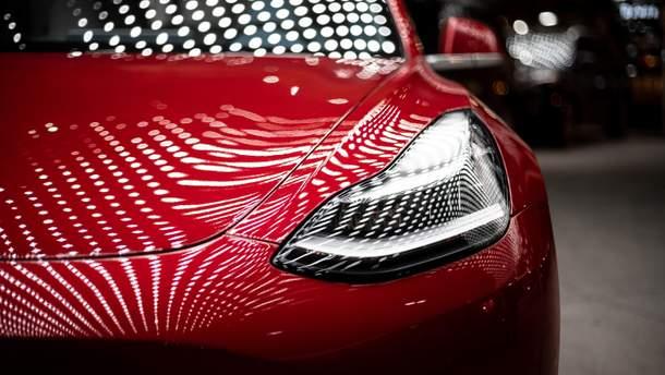 """Інженер перетворив Tesla на """"шпигунське"""" авто"""