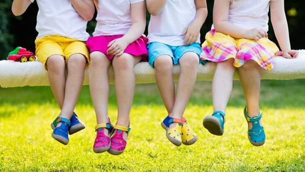 Чому не варто дитині носити ортопедичне взуття
