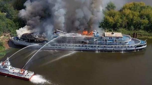 В Росії вщент згорів пасажирський теплохід
