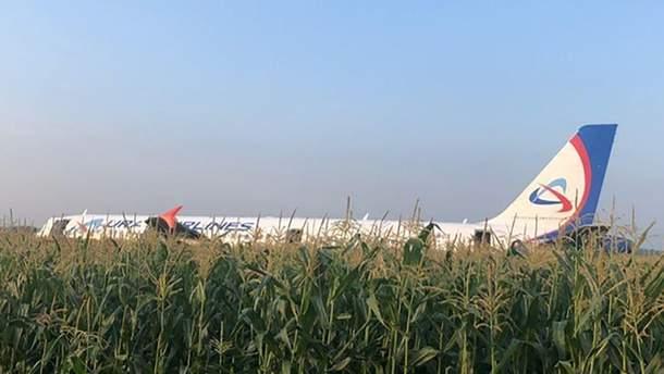 Аварійна посадка літака у Росії