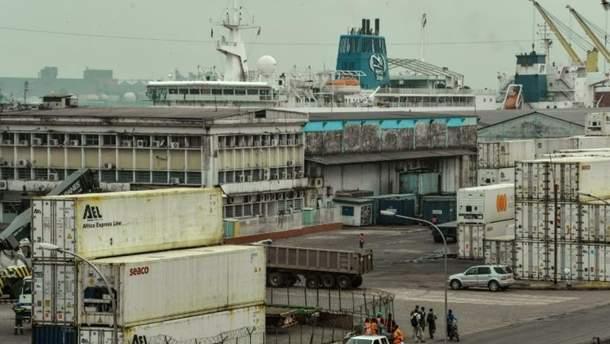 Порт міста Дуала, неподалік якого було захоплене судно