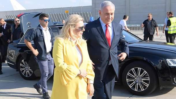 Сара Нетаньяху устроила скандал и выбросила кусок украинского каравая на землю: видео