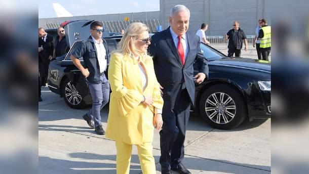 Сара Нетаньяху викинула шматок короваю на землю: Україні треба закрити очі на цей вчинок?