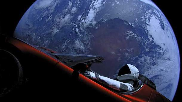 Манекен на Tesla вперше облетів Сонце
