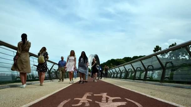 Пішохідно-велосипедний міст у Києві