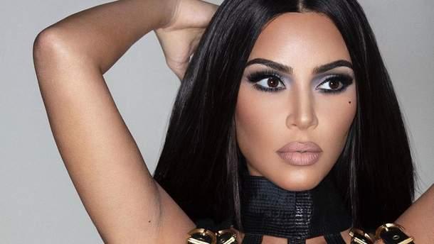 Фанов озадачили шесть пальцев наноге Ким Кардашян