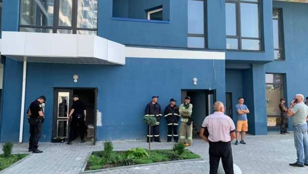 У Львові люди з собакою застрягли в ліфті на 8 годин