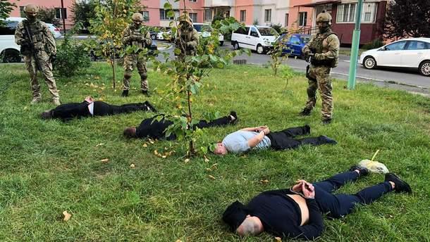 Поліція затримала банду, яка грабувала елітні будинки українців