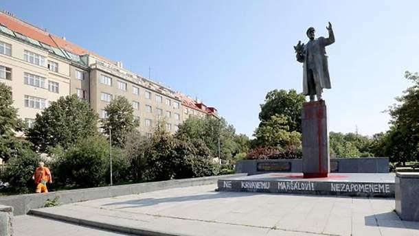 В Праге облили краской памятник советскому маршалу Ивану Коневу