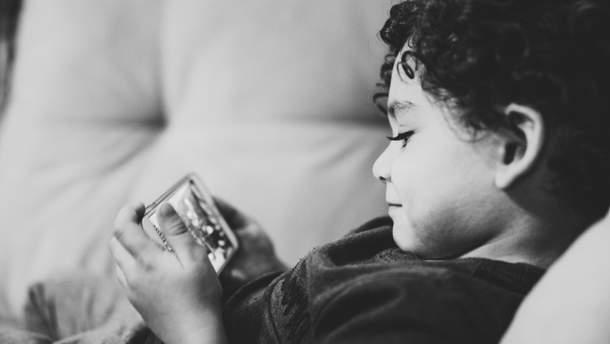 У хлопчика погіршився зір через ігри на смартфоні