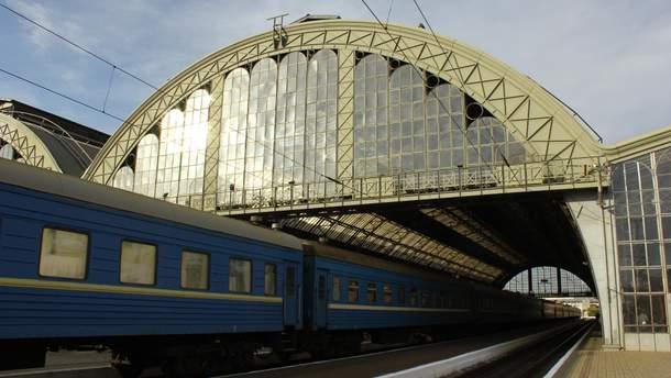 Инновации от Укрзализныци: в поездах установят розетки с USB-портами