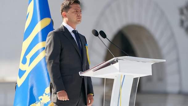 Зеленский в День Независимости наградил украинских военных на Майдане