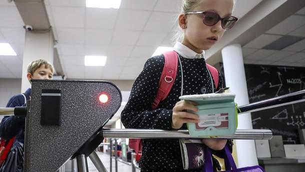 В школах и детсадах России установят КПП и металлоискатели