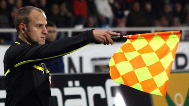 ФІФА хоче замінити бокових арбітрів на роботів