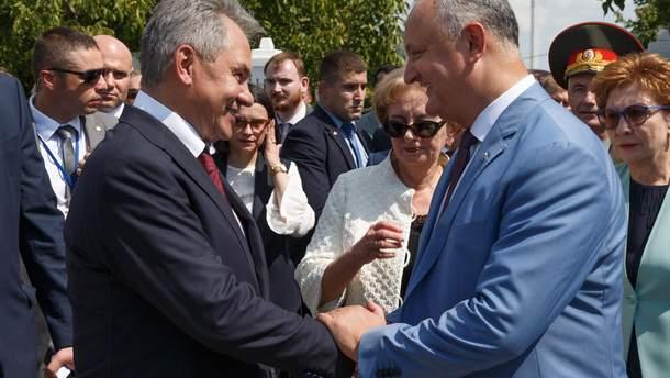 Министр обороны РФ Сергей Шойгу и президент Молдовы Игорь Додон