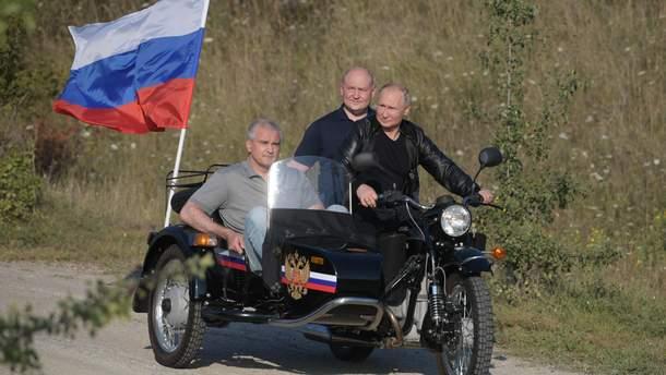 Путін покатав на мотоциклі Аксьонова і губернатора Севастополя Развожаєва