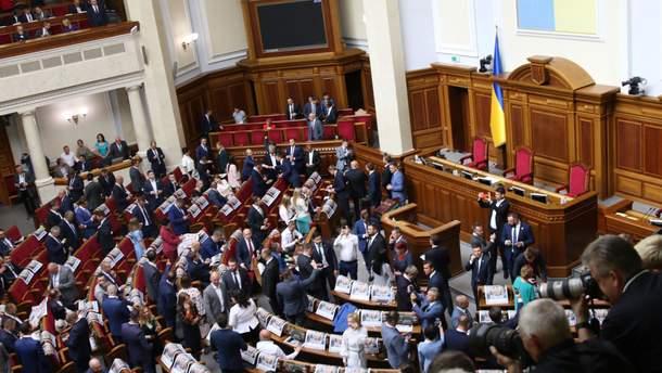 Депутаты в соцсетях поделились своими впечатлениями от первого дня работы новой Рады