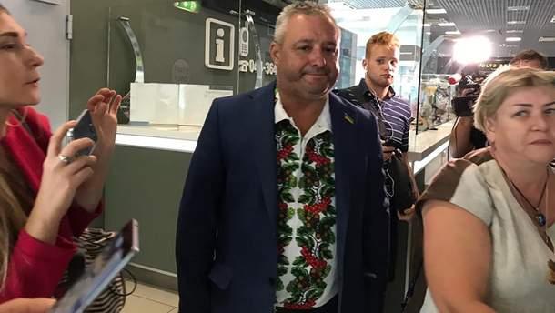 """Отец Василия Сороки, Виктор, в аэропорту """"Киев"""""""