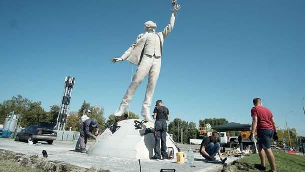 Пам'ятник Сікорському в Києві