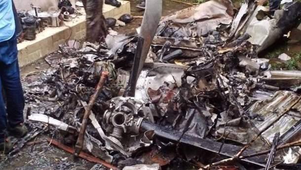 Літак впав на житловий будинок