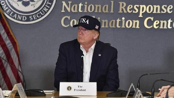 """Напередодні урагану """"Доріан"""" Трамп поїхав у власний гольф-клуб"""