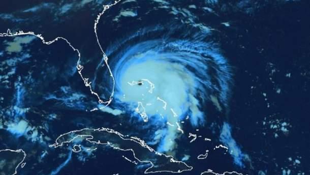 Создали видео с ураганом Дориан