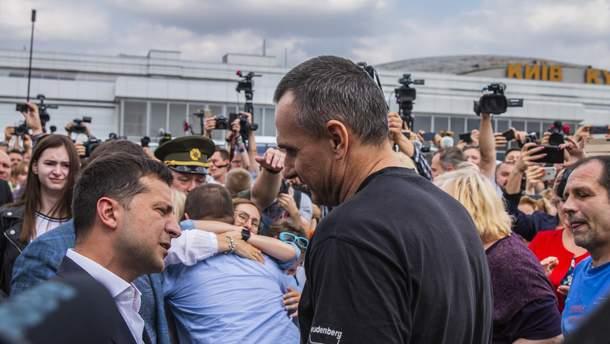 Сенцова в аеропорту привітав президент Зеленський