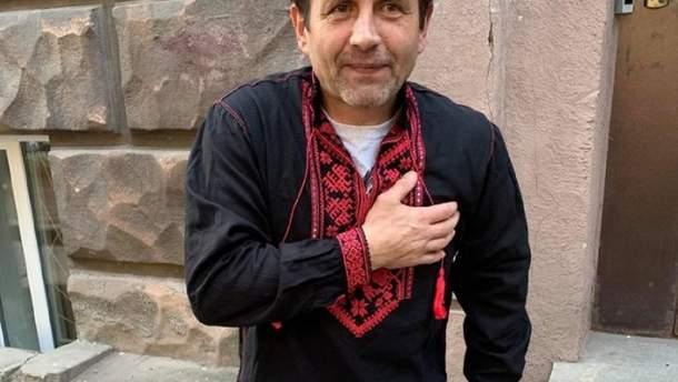 Владимир Балух в подаренной вышиванке