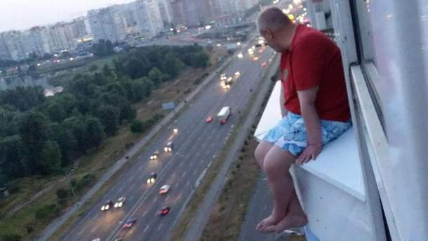 В Киеве мужчина пытался совершить самоубийство