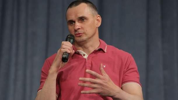 Олег Сенцов під час першої прес-конференції у Києві