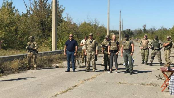 Українська сторона отримала 54 ув'язнених зокупованої частини України