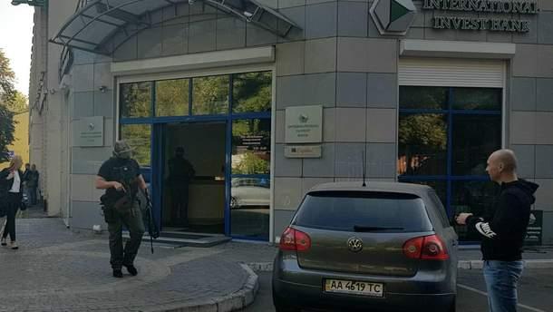 Обшуки в Києві в банку Порошенка
