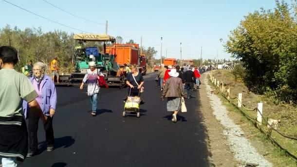 Тривають роботи з відновлення мосту біля Станиці Луганської