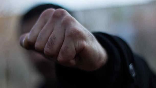 В Днепре жестоко избили девушку из-за разбитого телефона