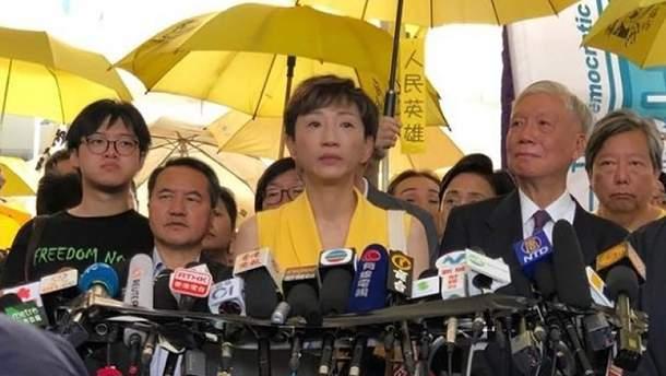 В Гонконге люди просят британское гражданство