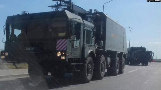 Росія стягує військову техніку в анексований Крим: півостровом ганяють цілі колони з озброєнням