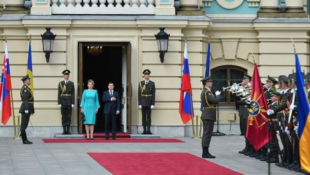 Президент Украины Владимир Зеленский принял в Киеве свою словацкую коллегу Зузану Чапутову