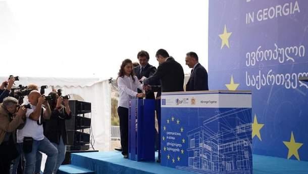"""Закладка капсули на місці будівництва """"Європейської школи"""""""