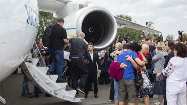 Всем освобожденным из плена украинцам запретили въезд в Россию
