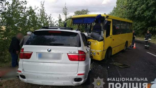 В Черкасской области рейсовый автобус попал в ДТП