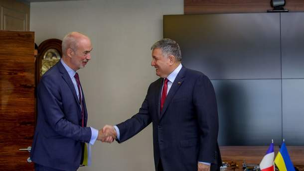 Україна обговорює покупку у Франції катерів для прикордонників