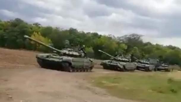 Возле границы с Украиной заметили длинную колонну военной техники РФ