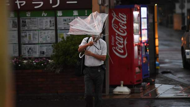 Тайфун Тапа надвигается на Японию