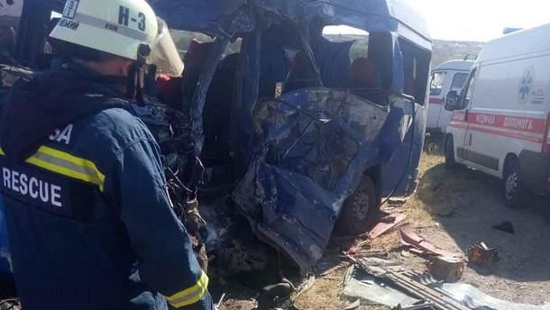 Під Одесою у ДТП загинули 9 осіб: моторошні фото, відео (18+)